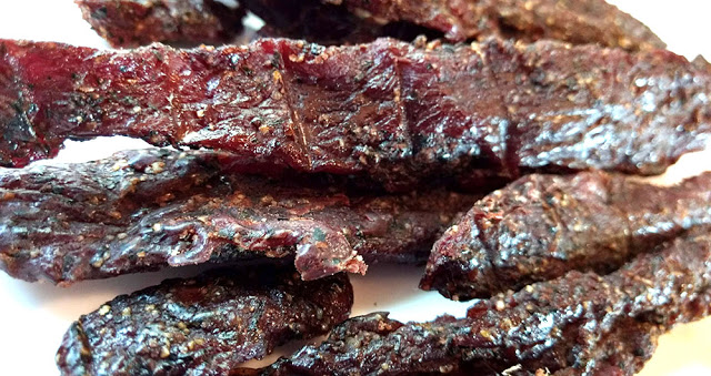 the-jerky-hut-peppered-beef-jerky-close